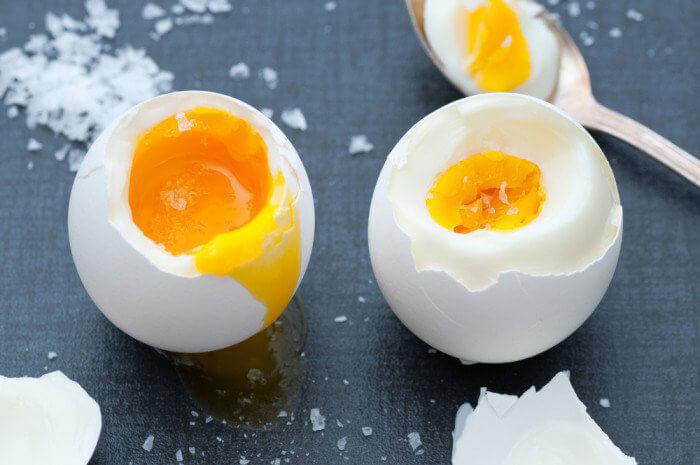 Сколько варить яйца всмятку