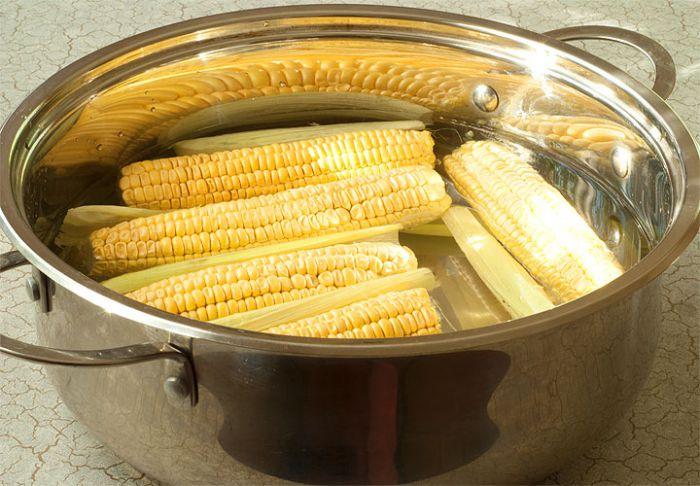 Сколько отваривать кукурузные початки