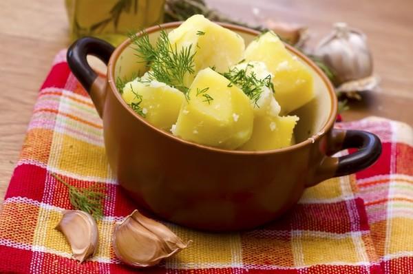 сколько варить картошку очищенную